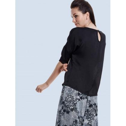 black 3/4 sleeve silhouette tops