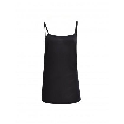 black sleeveless black tee